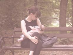 Mãe amamentando